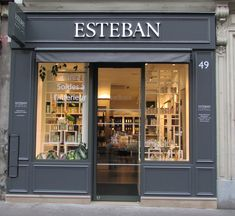 Boutique Esteban shopping à Saint germain des pres - Paris Barber Shop Interior, Cafe Interior, Office Interior Design, Office Interiors, Shop Front Design, Store Design, Patisserie Fine, Custom Business Signs, Shop Facade