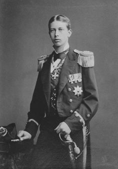 "Young Prince Heinrich ""Henry"" (Albert Wilhelm Heinrich) (14 Aug 1862-20 Apr 1929) Prussia-Germany by Reichard & Lindener in 1883. Future husband 24 May 1888 to Princess Irene (Irene Luise Maria Anna) (11 Jul 1866-11 Nov 1953) Hesse. Von Hohenzollern, Heiliges Römisches Reich, Wilhelm Ii, Princess Victoria, Queen Victoria, Princess Caroline Of Monaco, Prince Henry, German Royal Family, British Royal Families"