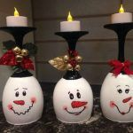 30 Cheap and Easy Homemade Wine Glasses Christmas Candle Holders Christmas wine glass candle holder ; DIY Home Decor Ideas; cheap and easy candle holders.How fast time flies, Halloween is over and the Christmas spirit is starting to fill the air. Homemade Christmas, Diy Christmas Gifts, Christmas Projects, Christmas Ornaments, Diy Christmas Wine Glasses, Diy Christmas Decorations For Home, Diy Snowman Decorations, Christmas Snowman, Cheap Christmas Crafts