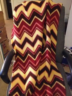 Fall Zig Zag Afghan By Bernat Design Studio - Free Crochet Pattern - (ravelry)