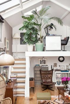 Decorate a tiny house living room with ideas to enlarge even the smallest spaces with daybeds, storage furniture, mirrors and lucite furniture. Domino shares ideas for tiny house living rooms. (Shed Plans With Loft) Tiny House Living, Home Living Room, Apartment Living, Living Room Designs, Living Room Decor, Tiny House Office, Zen Office, Tiny House Bedroom, Loft Office
