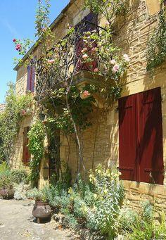 summertime  St Léon sur Vézère  Dordogne