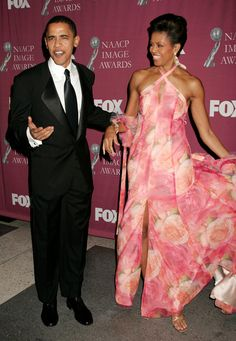 Grace and Class always. Handsome President Obama and Beautiful First Lady Michelle Obama. Michelle Und Barack Obama, Barrack And Michelle, Barack Obama Family, Michelle Obama Fashion, Beauty And Fashion, Fashion Looks, Black Is Beautiful, Beautiful People, American First Ladies