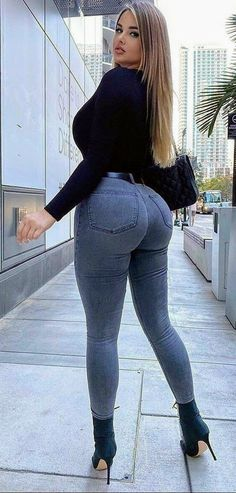 Superenge Jeans, Skinny Jeans, Corpo Sexy, Look Body, Bra And Brief Sets, Jolie Lingerie, Femmes Les Plus Sexy, Best Jeans, Curvy Outfits