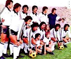 EQUIPOS DE FÚTBOL: COLO COLO Cesar Reyes, Hugo Gonzalez, Club, Necklaces, World, Amor, Football Team Pictures, Daughter, Champs