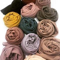 Mode Abaya, Mode Hijab, Hijab A Enfiler, Hijabs, Pijamas Women, Hijab Style Tutorial, Fabric Photography, Modern Hijab Fashion, Abaya Designs