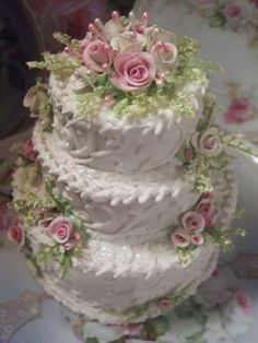 (3TSWEETIE) Funky Junk Cottage Rose Decorated Fake Cake Charming!!!