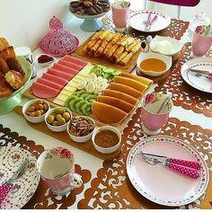 Breakfast Presentation, Food Presentation, Food Design, Afghan Food Recipes, Breakfast Platter, Turkish Breakfast, Breakfast Bread Recipes, Brunch Table, Food Decoration