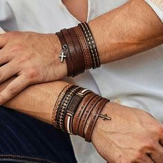 Jewelry Men - There is always a correct fashion trend and an absolute bad sense of fashion that must be phased out. Find out what bracelet is for you with this guide. Bracelets For Men, Fashion Bracelets, Jewelry Bracelets, Fashion Jewelry, Bracelet Men, Men's Jewelry, Handmade Jewelry, Jewellery, Today's Fashion Trends