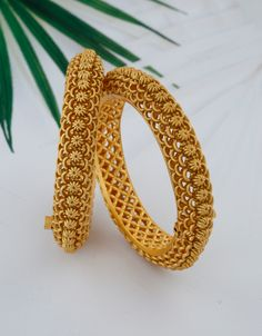 Gold Ring Designs, Gold Bangles Design, Gold Earrings Designs, Gold Jewellery Design, Bridal Bangles, Bridal Jewelry, Jewelry Art, India Jewelry, Bridal Necklace