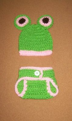 """Crochet Baby Frog Hat and Diaper Cover Photo Prop 13"""" x 6"""" Green / Pink"""
