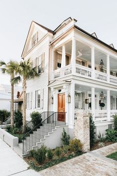 75 Inspiring Plantation Homes Farmhouse Design Ideas Dream Home Design, My Dream Home, Future House, Casa Loft, Dream Beach Houses, Dream House Exterior, Beach House Exteriors, Plantation Homes, Farmhouse Design