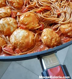 Pulpety drobiowe z kaszą jaglaną w delikatnym sosie pomidorowym - Mocne Kalorie Pretzel Bites, Food And Drink, Lunch, Bread, Chicken, Cooking, Ethnic Recipes, Diet, Kitchen