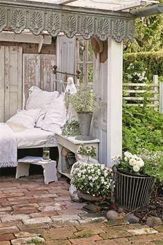 Shabby Chic Romantische Sitzecke Im Garten Glashaus, Gartenlaube, Innenhof,  Pavillon, Wintergarten,