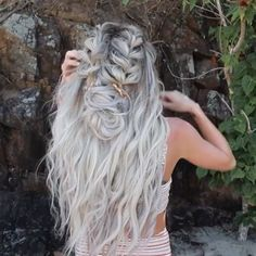 All about platinum crystal ash hair color! How about everything about this beautiful hair color? Hair color with platinum-ash crystal attracted a lot of attention on social . Pretty Hairstyles, Girl Hairstyles, Braided Hairstyles, Wedding Hairstyles, Mermaid Hairstyles, Beach Hairstyles For Long Hair, Hairstyles Videos, School Hairstyles, Hair Videos
