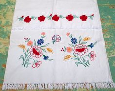 660. Vintage hand embroidered decor towel,hand embroidered decor towel/hand embroidered wall hanging/floral poppy towel Hungarian Embroidery, Lace Embroidery, Vintage Embroidery, Linen Towels, Quilt Blocks, Fabric Crafts, Poppy, Pure Products, Wall