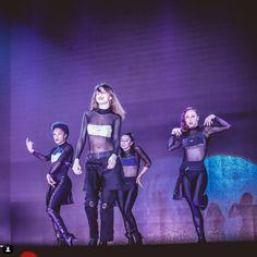 Selena Gomez y sus outfits del Revival Tour