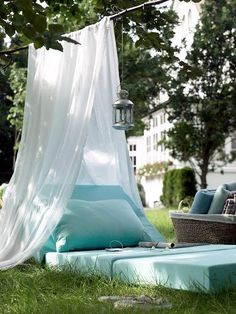 I'm thinking with some cheese and wine this would be a lovely backyard date night.