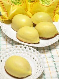 懐かしいレモンケーキ。レモンチョココーティングがしたいので、中のスポンジは、生クリーム使用でふんわりと軽く仕上げました。