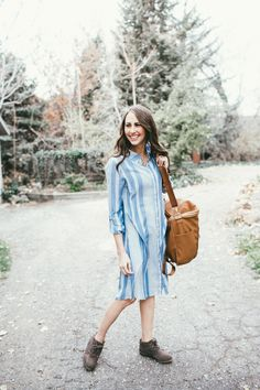 women fashion outfit idea-blue dress-brown ankle boots and fawn design bag