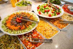 Um almoço para todos os gostos: Dado Bier! Buffet de pratos quentes, antepastos, saladas e sushi. Confira no Praia de Belas, Bourbon Country e Bourbon Wallig. (Porto Alegre, RS, Brasil)