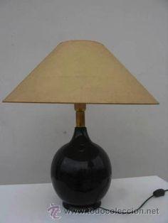 Lámpara de sobremesa, pie de cerámica negra, 40 €