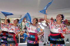 Traje tipico regional del estado de Guerrero. México