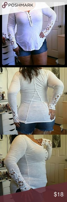 FREE PEOPLE WHITE LACE BLOUSE SIZE SP FREE PEOPLE WHITE LACE BLOUSE SIZE SP, but fits a medium, in good pre-loved condition sold as is, please see pictures before purchasing Free People Tops Blouses