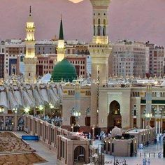 Medine i Munevvere Mecca Madinah, Mecca Masjid, Church Architecture, Religious Architecture, Islamic Images, Islamic Pictures, Al Masjid An Nabawi, Medina Mosque, Pilgrimage To Mecca