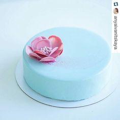 pastry_inspiration: #Repost @anyaivanitskaya with @repostapp Доброе утро! Торт на день рождения малышки внутри Груша-жасмин по рецепту @vera_nika37 . Хорошего дня )