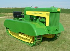 The Model 430 - Two Cylinder Expo 2005 orchard fenders Old John Deere Tractors, Jd Tractors, Small Tractors, Antique Tractors, Vintage Tractors, Vintage Farm, Old Ford Trucks, Lifted Chevy Trucks, Pickup Trucks