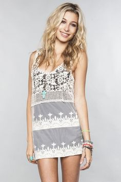Crochet and Lace Dress / Brandy Melville USA