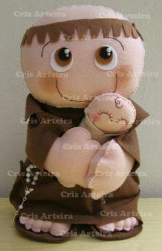 Sto Antônio Arteira, Felt Dolls, Santos, Wooden Tables, Amigurumi, Sewing Box, Saint Antonio, Door Hangings, Wreaths