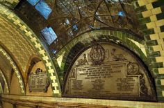 Commemorative plaques by Mount Rushmore-sculptor Gutzon Borglum.  Old City Hall Station