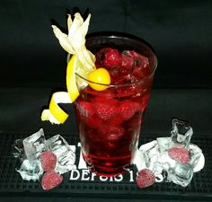 Raspberry-Lime-Mix 2 cl raspberry syrup  1cl Grenadine  4 cl Gin  2 cl limejuice  ginger ale  5 raspberries