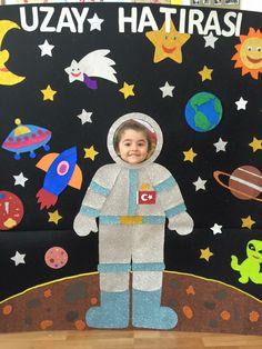 Uzay Space Preschool, Space Activities, Preschool Themes, Preschool Learning, Kindergarten Activities, Preschool Crafts, Activities For Kids, Sistema Solar, Astronaut Craft