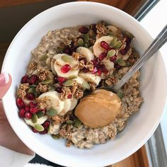 Collagen overnight oats before my double today! Topped with banana 🍌, pomegranate seeds, pumpkin seeds granola, and a giant spoonful of coconut peanut butter 😋 . Healthy Snacks, Healthy Eating, Healthy Recipes, Smothie Bowl, Food Porn, Food Goals, Aesthetic Food, Food Inspiration, Love Food