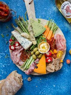 Time for antipasti! http://www.jotainmaukasta.fi/2017/05/09/antipastipoyta/