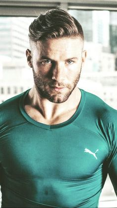 Julian- this color brings out his eyes so much- too gorgeous! Julian Edelman, Beautiful Men Faces, Gorgeous Men, Beautiful People, Nfl Football Players, New England Patriots Football, Athletic Men, Shirtless Men, Sharp Dressed Man
