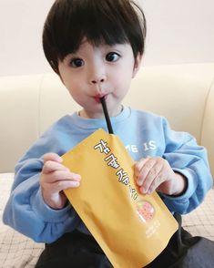 """""""Sono ah lu""""- y/n """"Ih ngusir cogan"""" -jisung """"누구세요? Cute Baby Girl Pictures, Cute Baby Boy, Cute Little Baby, Little Babies, Baby Photos, Cute Boys, Baby Kids, Cute Asian Babies, Korean Babies"""