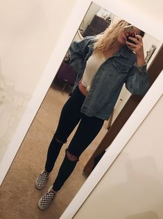 7bcd9b508038d4 Oversized jean jacket checkered vans black ripped jeans Cute Teen Outfits