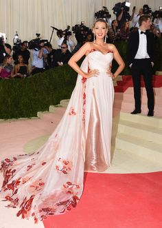 Pin for Later: Seht alle Stars auf dem roten Teppich der Met Gala Blake Lively in Burberry