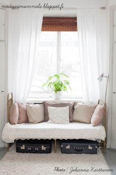 Moderni mummola Entryway Bench, Interior Inspiration, Sweet Home, Living Room, Interior Design, Bedroom, Storage, Furniture, Third