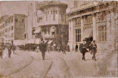 1910'ların silinen hatıralarında #İstanbul...Sağda Wiener Bank ve yanında Karaköy Merzifonlu KaraMustafapaşa Camii  #istanlook