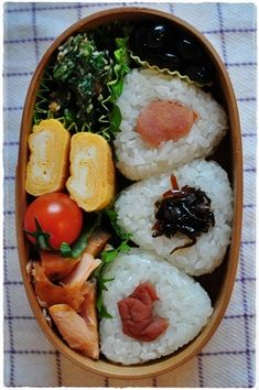 allllllll that onigiri. Japanese Bento Lunch Box, Bento Box Lunch, Japanese Food, Bento Food, Cute Food, A Food, Food And Drink, Bento Recipes, Healthy Recipes