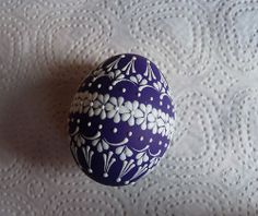 easter eggs Easter Arts And Crafts, Easter Projects, Spring Crafts, Carved Eggs, Egg Tree, Easter Egg Designs, Painted Ornaments, Egg Decorating, Egg Hunt