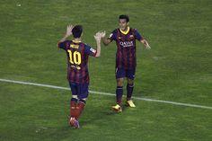 Pedro Rodriguez celebra el gol con Leo Messi