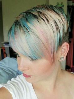 30 Chic Pixie Haircuts: Short Alternative Hairstyles for Girls(Pastel Hair Ends) Popular Short Hairstyles, Popular Haircuts, Funky Hairstyles, Girl Hairstyles, Blonde Pixie, Superkurzer Pixie, Blonde Hair, Pastel Pixie Hair, Short Blonde
