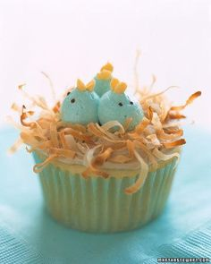Celebrate spring with cupcakes evocative of the season. amemcmahon Celebrate spring with cupcakes evocative of the season. Celebrate spring with cupcakes evocative of the season. Spring Cupcakes, Easter Cupcakes, Cute Cupcakes, Vanilla Cupcakes, Vanilla Cake, Frost Cupcakes, Holiday Cupcakes, Cupcakes Kids, Decorate Cupcakes