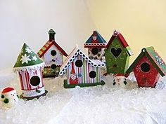 Looooove this little house, they are sooo cute! Diy Quilted Christmas Ornaments, Christmas Gift Decorations, Holiday Crafts, Decorative Bird Houses, Bird Houses Painted, Cottage Christmas, Christmas Bird, Birdhouse Designs, Birdhouse Ideas